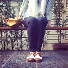 oxford jeans com couro marrom  www.flatsexclusivas.com.br