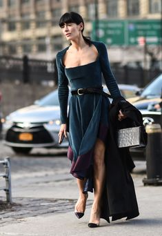 STYLECASTER | Birthday Party Outfits | Style influencer wearing blue dress Birthday Party Outfits, Birthday Dresses, Mama Photo, Winter Looks, Get Dressed, Fashion Photo, Fashion Outfits, Fashion Trends, Blue Dresses