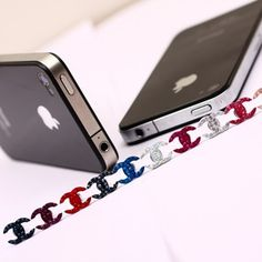 Decorate your iphone 4/iphone 4s with the elegant swarovski crystal earphone dust cap, change the look of your iphone 4 4s immediately, while you needn't to change the iphone 4 case. It can also prevent your iphone from dust.