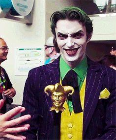 Joker Cosplay by Anthony Misiano / Harley's Joker (gif)