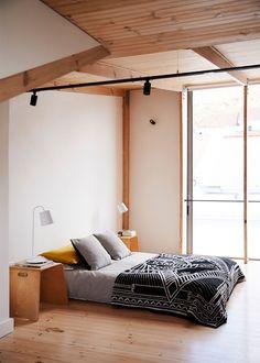 minimalist bedroom ideas Minimalist Dining Room, Minimalist Bedroom, Minimalist Decor, Amber Interiors, Hotel Interiors, Small Room Bedroom, Bedroom Decor, Ikea Hemnes Bed, Best Bedroom Paint Colors