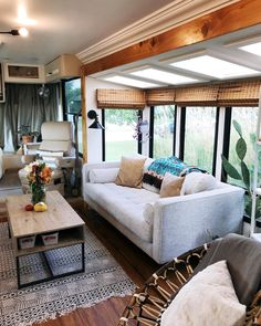 Camper Renovation 532902568412588325 - Modern Renovated RV Source by ddarztm Tiny House Living, Rv Living, Tiny House Design, Home Design, Remodel Caravane, Rv Interior, Interior Design, Interior Ideas, Travel Trailer Remodel