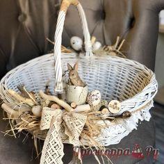 Flower Girl Basket, Flower Boxes, Easter Projects, Easter Crafts, Rustic Flower Girls, Candy Flowers, Diy Ostern, Basket Decoration, Disney Diy