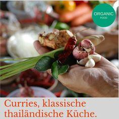 GEWÜRZE UND CURRY PASTEN Essen & Trinken sind essentiell – und deshalb machen wir es für Sie zum Erlebnis.Vielfalt und Frische. Essen und Trinken ist in Thailand Ausdruck von Geselligkeit und Lebensfreude. Gerne trifft man sich an einer der zahlreichen Garküchen, die zum alltäglichen Straßenbild gehören. Viele Gerichte werden mit grüner, roter oder gelber Currypaste zubereitet. #TomYumGung #CurryPaste #Gewürze #Kräuter #Kurkuma #Gewürze
