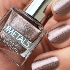 Stay current on the chicest trends in nails, Our favorite nail designs, tips and inspiration for women of every age! Metallic Nails, Acrylic Nails, Coffin Nails, Gel Designs, Nail Art Designs, Cute Nails, My Nails, Polish Nails, Fall Inspiration