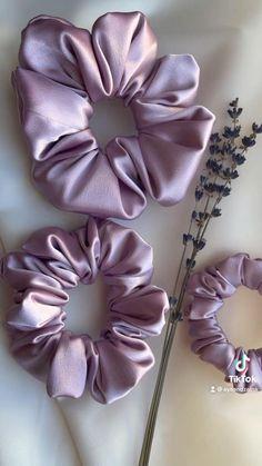 Best Bridesmaid Gifts, Bridesmaid Gift Boxes, Bridesmaid Proposal Gifts, Bridesmaids, Fashion Sewing, Diy Fashion, Cute Diy Hair Accessories, Diy Hair Scrunchies, Pink Party Favors