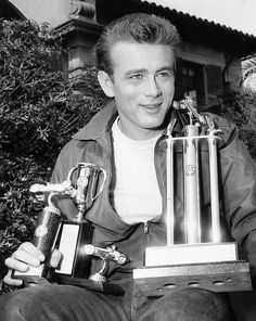 hollywood icons James Dean displaying his racing trophies Hollywood Icons, Hollywood Actor, Classic Hollywood, Hollywood Stars, Hot Rod Movie, Indiana, James Dean Photos, Idol, East Of Eden