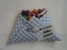 Mini fraldinha de tecido com sachê de confete de chocolate.  Acompanha tag de agradecimento.  Temos várias opções de estampas.  Pedido mínimo 50 unidades. R$ 3,00