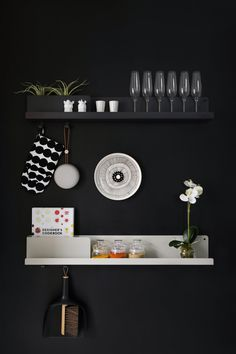The Folded shelves by Johan Van Hengel for Muuto were inspired by the show-play of layers, two of these versatile wall mounts in black and grey paired against the solid black back-wall in kitchen. Scandi Style, Scandinavian Style, Wall E, Kitchenware, Floating Shelves, Interior Design, Inspiration, Furniture, Home Decor