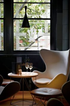 Egg Chair and Swan Chair, Circa Restaurant Restaurant Design, Restaurant Tables, Living Room Modern, Home And Living, Living Spaces, Small Living, Pink Desk Chair, Egg Chair, Chairs