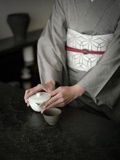 お洒落な普段着物、東京 六本木の帯,きものブランド awai|週末のお洒落着物/コーディネート | 絽浮 五献【白】