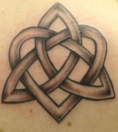 celtic sister knot tattoo another possibilitly.it would be PERFECT if my sis would get one too! Celtic Tattoo Family, Celtic Tattoo For Women, Celtic Tattoo Symbols, Celtic Knot Tattoo, Celtic Tattoos, Wiccan Tattoos, Tattoo Women, Family Tattoo Symbols, Druid Symbols