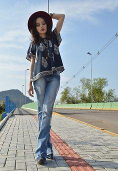 Look com calça jeans flare - Blog Ela Inspira - http://www.elainspira.com.br/look-high/