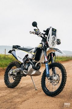 How to turn a Husqvarna FE 501 into a rally motorcycle - ADV - Motorrad Moto Enduro, Enduro Motorcycle, Motorcycle Images, Racing Motorcycles, Motorcross Bike, Girl Motorcycle, Motorcycle Quotes, Motorcycle Garage, Motorcycle Design