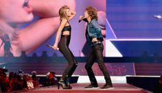 Taylor Swift Mick Jaggar   Taylor Swift And Mick Jagger Sing 'I Can't Get No Satisfaction ...