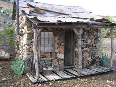 "Lizard Flats Workshop & Studio - Gallery ""Assay Office"" mini house won Honorable Mention in Hobby Builders Supply Creatin' contest Small Log Cabin, Tiny House Cabin, Cabin Homes, Log Homes, Stone Cottages, Cabins And Cottages, Stone Houses, Log Cabins, Casa Do Rock"