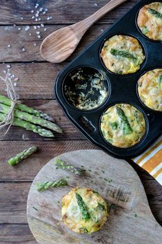 Ratzifatzi. Leckere Frittata mit grünem Spargel ganz schnell und einfach zubereiten und das Rezept dazu findest Du auf Foodlikers.de.