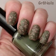 Camouflage nail art