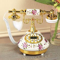 if i ever find i have the need for a home phone, it is going to be this one Vintage Accessories, Decorative Accessories, Home Accessories, Vintage Phones, Vintage Telephone, Et Phone Home, Antique Phone, Retro Phone, Vintage Love