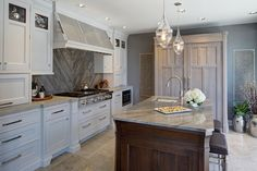 The Drury Design interior design portfolio showcases over 35 years of kitchen and bath design and luxury home remodeling. Transitional Living Rooms, Transitional Kitchen, Transitional Decor, Kitchen And Bath Design, Kitchen Tops, Kitchen Decor, Kitchen Designs, Kitchen Ideas, Asian Kitchen