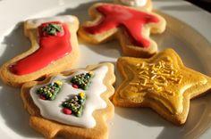 Φέτος τα Χριστούγεννα καθίστε με τα παιδιά, αφήστε τα να σας βοηθήσουν και περάστε χρόνο μαζί, φτιάχνοντας πεντανόστιμα χριστουγεννιάτικα μπισκότα που σε τίποτα δεν θα έχουν να ζηλέψουν τα αγοραστά.      Επιλέξαμε εφτα συνταγές για εντυπωσιακά αποτελέσματα      Χριστουγεννιάτικα