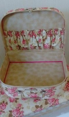 Sewing Box Decoupage Tutorials 51 Ideas For 2019 Sewing Box, Love Sewing, Sewing Crafts, Sewing Projects, Decoupage Tutorial, Diy Bags Purses, Pouch Pattern, Sewing Baskets, Cardboard Crafts