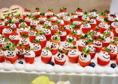 インパクト抜群のオリジナルウェディングケーキ特集 Wedding Cakes, Holiday Decor, Instagram Posts, Christmas, Google, Decorating Cakes, Cooking Recipes, Strawberries, Wedding Gown Cakes