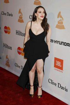 Kat Dennings milky Cleavage Pictures – Hot and Sexy Actress Pictures Kat Dennings Pics, Kat Dennigs, Two Broke Girl, Hot Girls, Hot Actresses, Beautiful Celebrities, Beautiful Actresses, Belle Photo, Girl Photos