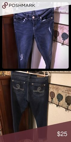 Seven ankle skinny  jeans size 8 47% cotton 34% rayon 18% poly 1% spandex distressed dark denim super cute Seven7 Jeans Ankle & Cropped