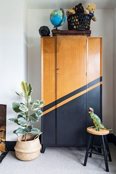 Lover of monotone schemes? - Lover of monotone schemes? We love the stylish reimagining of this Mid-century wardrobe. Colour blocking with dark paint makes it a standout addition to a kids' bedroom. Upcycled Furniture, Painted Furniture, Furniture Sets, Furniture Design, Rustic Furniture, Kids Bedroom Furniture, Furniture Projects, Furniture Makeover, Lego Bedroom