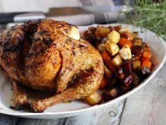 Egészben sült csirke ropogósra sütve Turkey, Meat, Food, Turkey Country, Eten, Meals, Diet