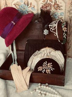 #20s #20sfashion #annees20 #vintagelook #vintageaccessories #borsalino Julien, 20s Fashion, Vintage Accessories, Vintage Looks, Artisan, Gucci, Shoulder Bag, Paris, Instagram