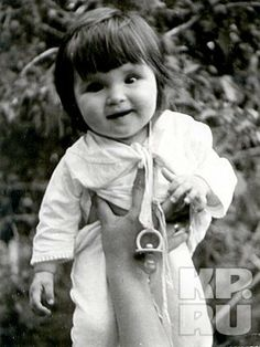 la bellissima (Anna Netrebko) as a baby. The photo is part of her family collection.