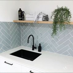 Home Interior Design — minimal kitchen - Küche - Interior, Kitchen Wall Tiles, Kitchen Splashback Tiles, Minimal Kitchen, Kitchen Wall, House Interior, Home Kitchens, Laundry Room Tile, Kitchen Design
