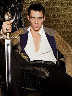 Jonathan Rhys Meyers as King Henry VIII in the Tudors Not gonna lie, I would have totally married him (if he looked like Jonny) even though he probably would have beheaded me at some point. Jonathan Rhys Meyers, The Tudors, Adam Lambert, Henri Viii, Los Tudor, Tudor Era, Tudor Style, Beautiful Men, Beautiful People