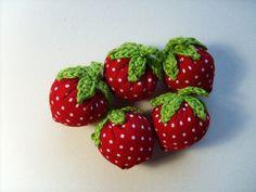 5 Erdbeeren  ♥ Rot mit weißen Punkten♥ von Hand und Herz auf DaWanda.com
