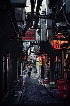 This Japanese street reminds me of Venice.