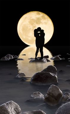 Our romantic relationships have the potential to bring us great happiness but can also be the source of great pain and suffering. At the start of a relationship we fall 'head over heals' in love and. Romantic Love Pictures, Love Images, Romantic Ideas, Romantic Gifts, Beautiful Pictures, Beautiful Small Tattoos, Beautiful Moon, Art Amour, Foto Fantasy