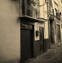 Via San Gregorio, una strada del Centro Storico del mercato del Capo, di Palermo!