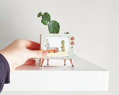 Small planter TV vintage. Green television ceramic planter, with image of cactus and orange Westafalia. Unique planter. Perfect cute gift! Handmade by assembling clay slab, following design of a pattern. Made of white clay, glaze inside to ensure waterproofing. This tiny tv will embellish your Ceramics Projects, Clay Projects, Clay Crafts, Tv Vintage, Vintage Green, Unique Vintage, Ceramic Pottery, Ceramic Art, Image Cactus