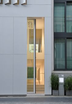 Townhouse in Berlin, by apool (Dominik Franz, Jesper Reinhold) Houses Architecture, Minimalist Architecture, Amazing Architecture, Contemporary Architecture, Architecture Details, Interior Architecture, Arched Doors, Windows And Doors, Exterior Design