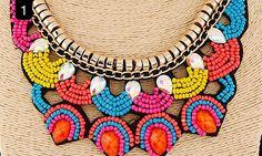 Collares fabricados en piedras artesanales