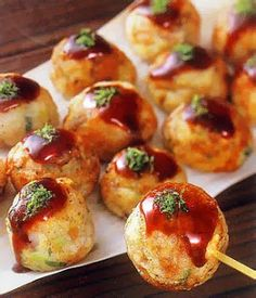 "falldownpretty: "" craving takoyaki so badly today! "" is takoyaki delicious? BECAUSE IT LOOKS DELICIOUS. I'm seriously considering getting a takoyaki-maker thing when I have an. Japanese Street Food, Japanese Food, Japanese Snacks, Little Lunch, Japanese Dishes, I Foods, Asian Recipes, Love Food, Cravings"