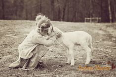 little girl with lamb Lamb Pictures, Sister Pictures, Cool Pictures, Animals For Kids, Cute Animals, Shiny Happy People, Baby Sheep, Baby Lamb, Happy Spring