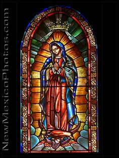 A stained glass representation of Our Lady of Guadalupe at The Cathedral Basilica of St. Francis of Assisi in Santa Fe. Stained Glass Church, Stained Glass Art, Stained Glass Windows, Mosaic Glass, Religious Icons, Religious Art, Image Jesus, Statues, Glass Photography