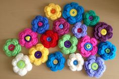 Crochet hairpins and brooches - Hebillas para pelo y broches en crochet