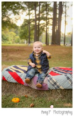 Family Photo session | Fall Mini Session | Sisters | Brother | Baby | Siblings | Parents | Haystack | outdoor photos | Pumpkins