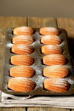 Madeleines: These precious little cakes are easy to make and make the perfect sweet for holiday entertaining. Enjoy soft, delicate Madeleines fresh from the oven, or No Bake Desserts, Just Desserts, Delicious Desserts, Dessert Recipes, Yummy Food, Food Cakes, Tea Cakes, Cupcake Cakes, Cupcakes