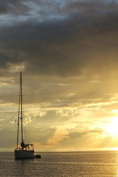 Totem at sunset by behang, via Flickr