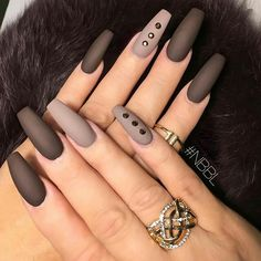 "If you're unfamiliar with nail trends and you hear the words ""coffin nails,"" what comes to mind? It's not nails with coffins drawn on them. Although, that would be a cute look for Halloween. It's long nails with a square tip, and the look has. Uñas Color Cafe, How To Do Nails, My Nails, Nails 2017, Brown Nails, Brown Nail Art, Manicure E Pedicure, Manicure Ideas, Gorgeous Nails"